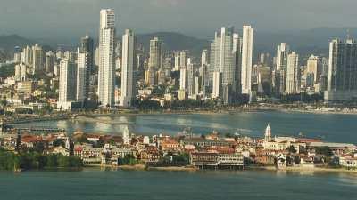 La ville à l'entrée du canal de Panama