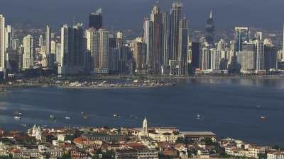 La ville depuis le littoral