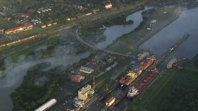 Le canal et la ville