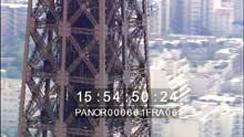 Gros plans sur la Tour Eiffel, plans larges de la ville