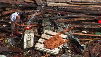 Gros plan sur Tacloban en ruines après le typhon Haiyan