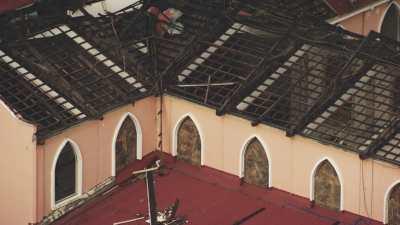 Toiture de l'église de Tacloban détruite après le typhon