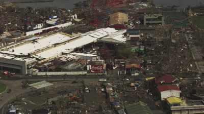 Tacloban en ruines après le passage du  typhon Haiyan