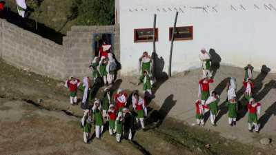 Collégiennes pakistanaises sur le chemin de l'école