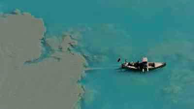 Transports, bateaux et camions autour du lac Attabad