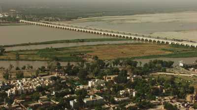 Complexe structure du barrage de Sukkur sur l'Indus