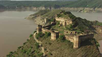 Fort Ramkot et le lac Mangla