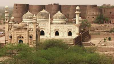 L'imposant Fort Derawar