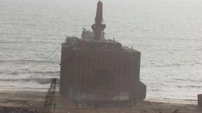 Gros plans des navires en cours de  déconstruction