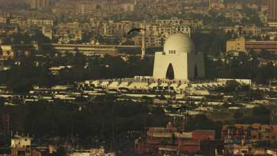 Survol de la vlle, clocher et mosquée