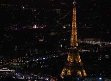 Paris la nuit et la Tour Eiffel éclairée
