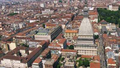 La ville traversée par le Pô et ses monuments