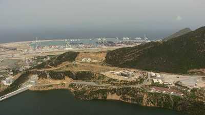 Arrivée sur le Port de Tanger Med en suivant la côte