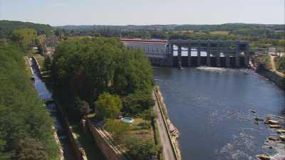 Barrage de Tuilières sur la Dordogne