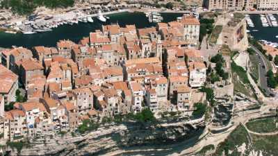 Les criques et falaises autour de Bonifacio, la ville