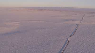 Pipelines sur la toundra entre Norilsk et Doudinka