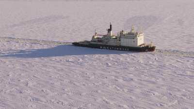 Brise-glace nucléaire sur le fleuve Ienissei