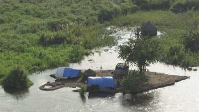 Cases au bord du Nil, nord de Djouba