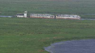 Barge chargée de matériel en vrac  sur le Nil