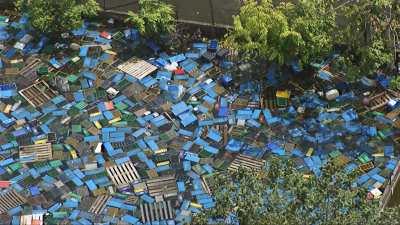 Quartiers inondés, circulation en bateau