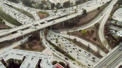 Echangeurs et trafic routier à Los Angeles