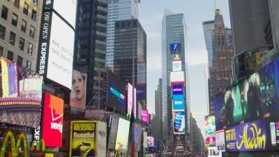 Images au sol de Times Square, des écrans publicitaires