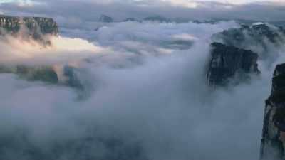 survol des Tepuy dans la brume