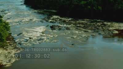 Spectaculaire chute d'eau encaissée