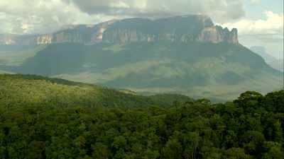 Les tepuys, plateaux rocheux et mont Roraima