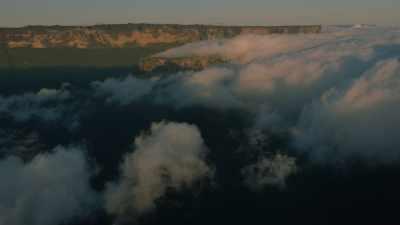Le Mont Roraima apparait au dessus des nuages